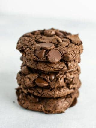 How to make chocolate cake mix cookies – these are AMAZING and literally take 5 minutes to make! #cakemixcookies #cakemix #chocolate #dessert #chocolatecakemix