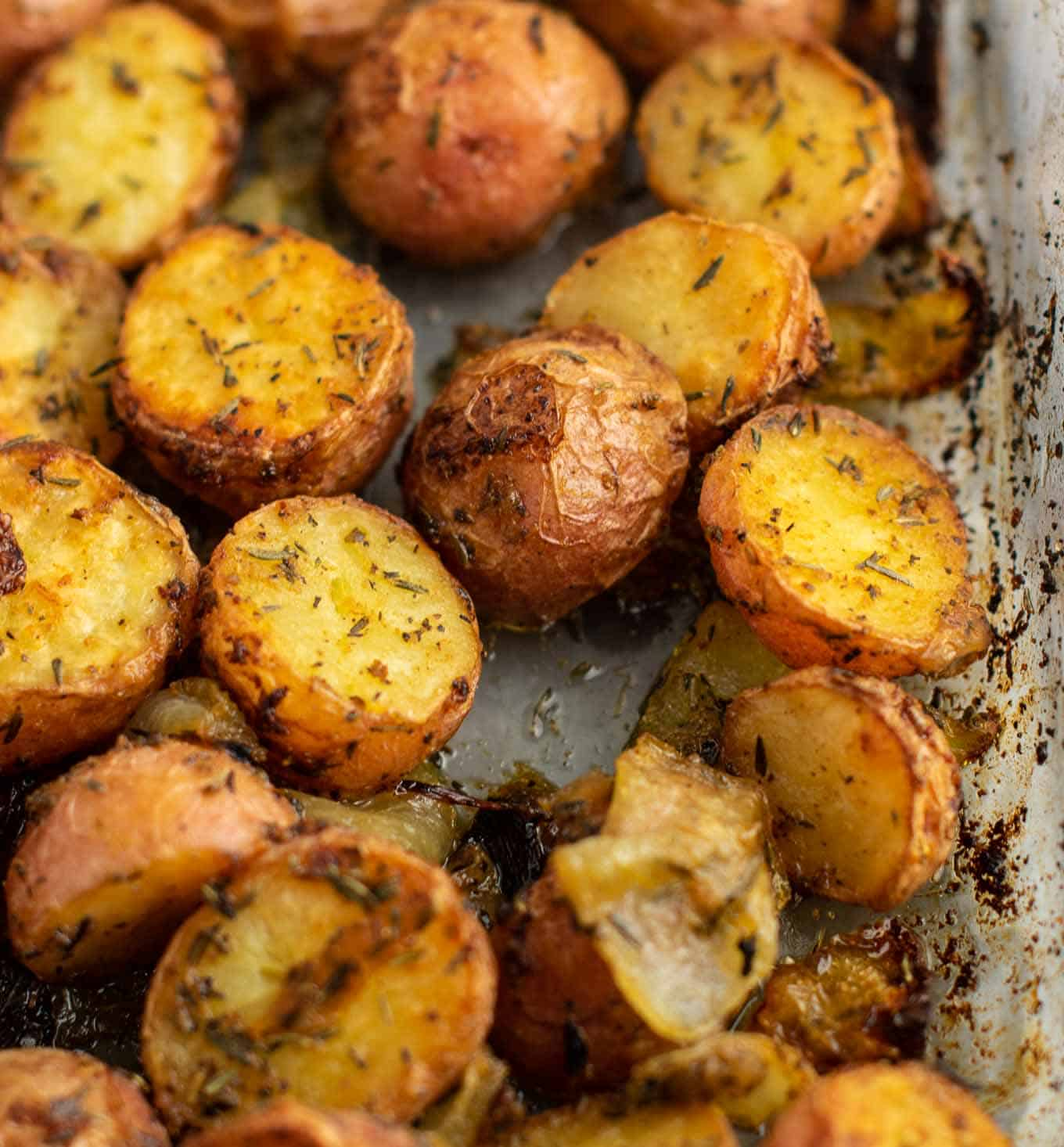 Easy roasted potatoes – delicious side dish! #potatoesandonions #sidedish #potatoes #dinner