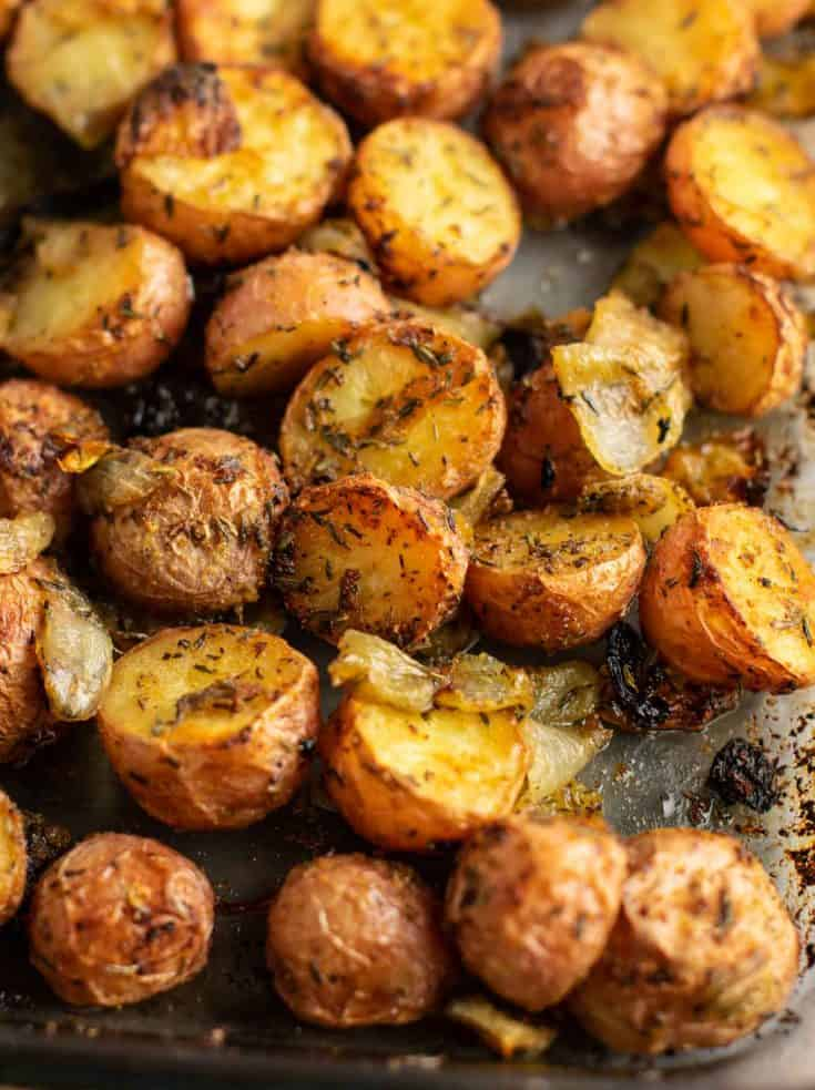 Easy roasted potatoes and onions – delicious side dish! #potatoesandonions #sidedish #potatoes #dinner
