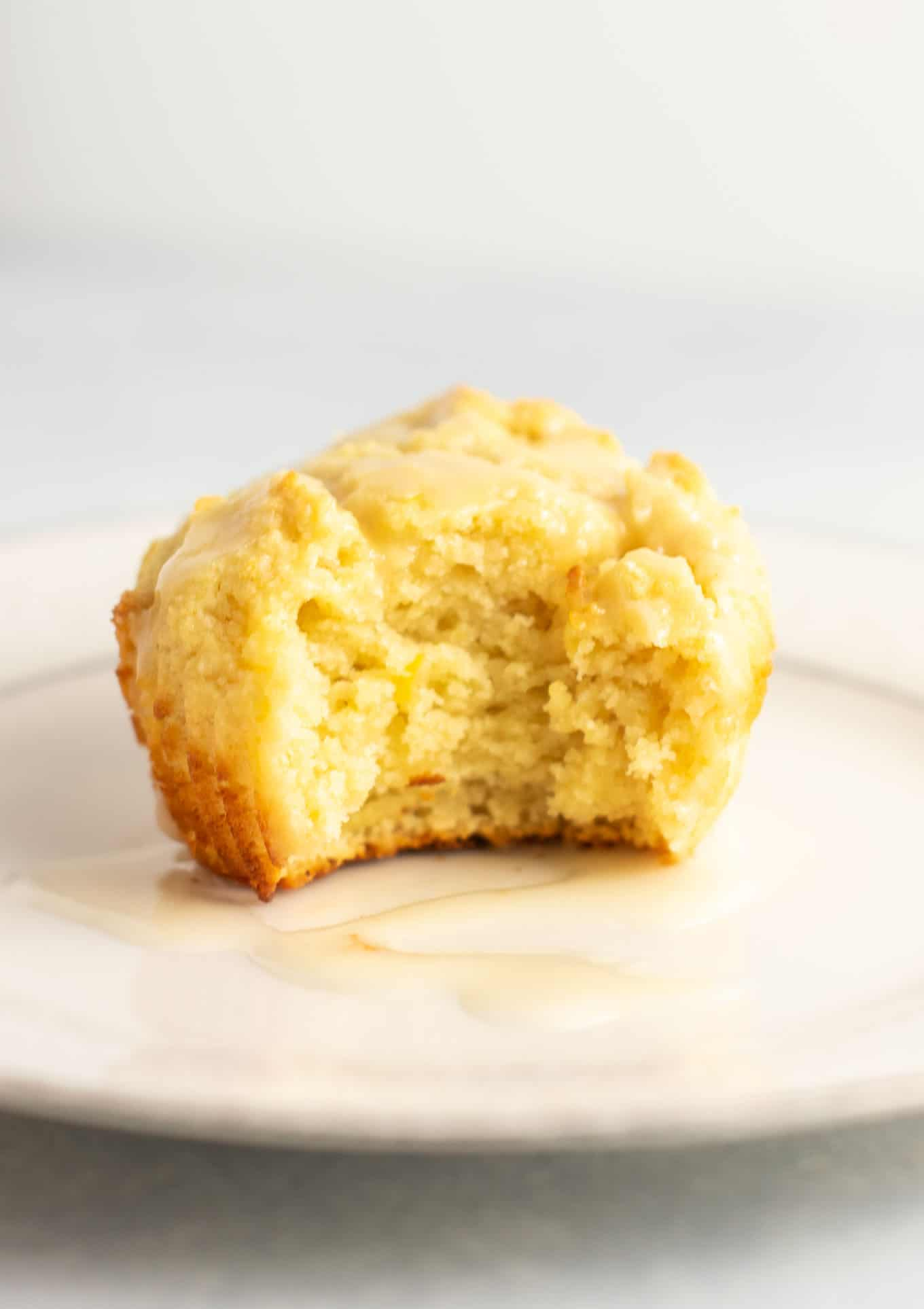 lemon muffins with a sweet lemon glaze. These are perfectly fluffy, do not fall apart, and taste amazing! #glutenfree #lemonmuffins #breakfast