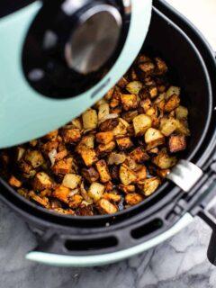 air fryer breakfast hash in an air fryer basket