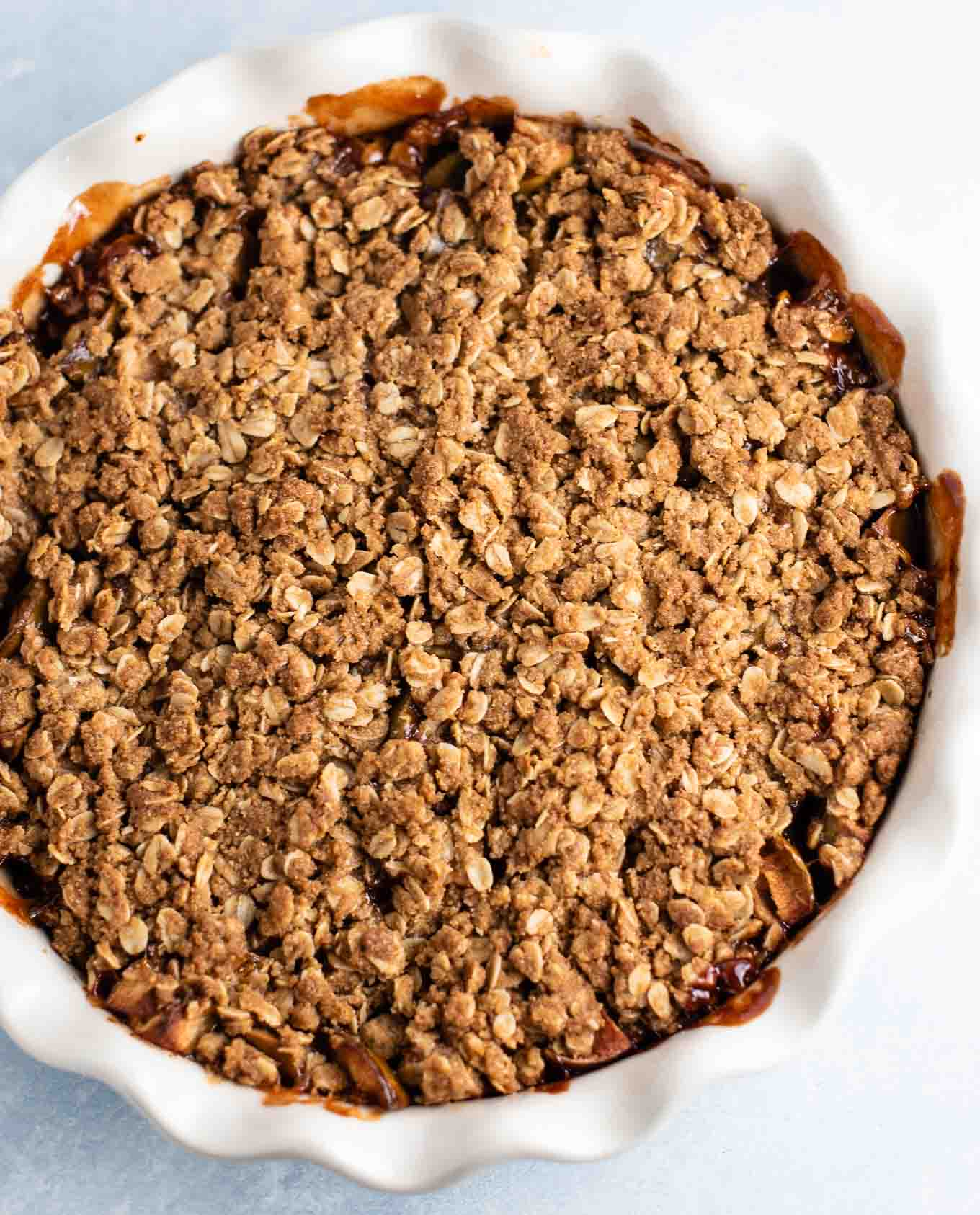 apple crisp in a pie dish