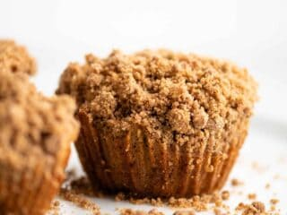 apple cinnamon muffins with streusel topping