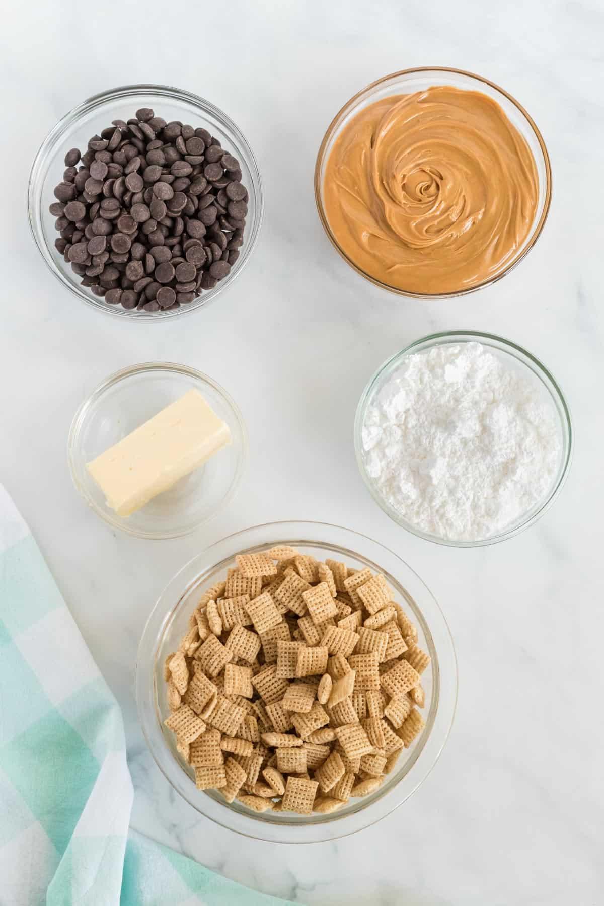 ingredients to make muddy buddies