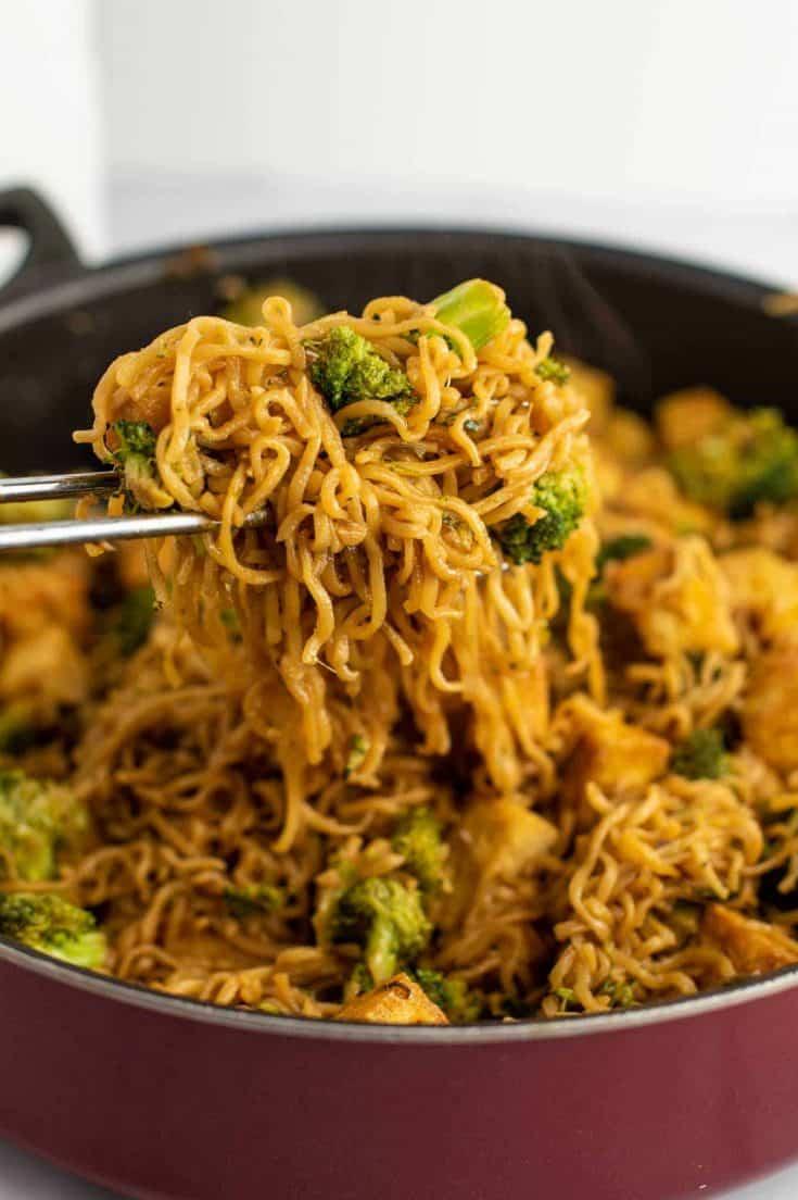 ramen noodles and broccoli