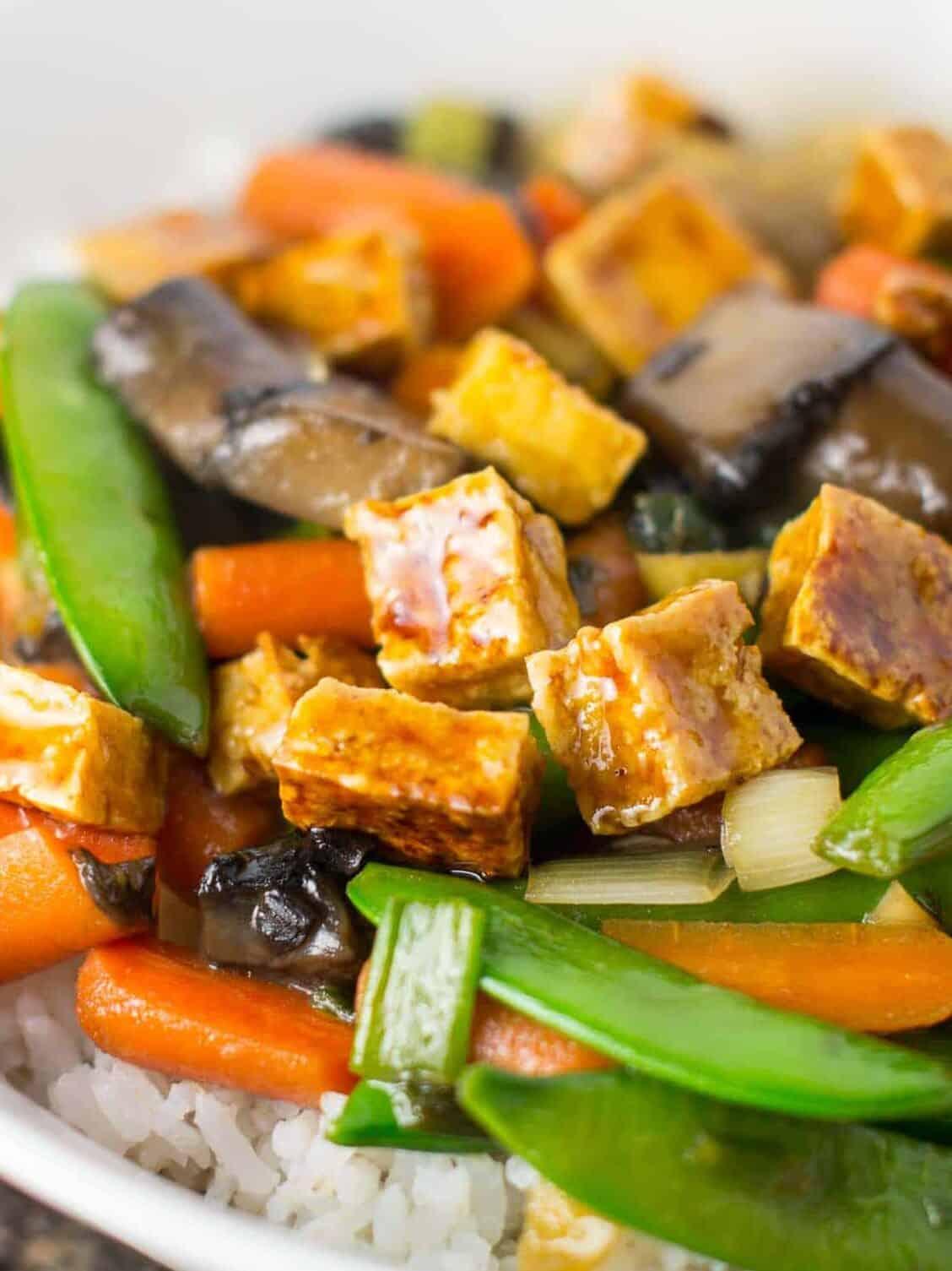 the best stir fry you'll ever eat. Honey ginger tofu stir fry with hmoemade sesame honey garlic sauce. recipe via @buildyourbite