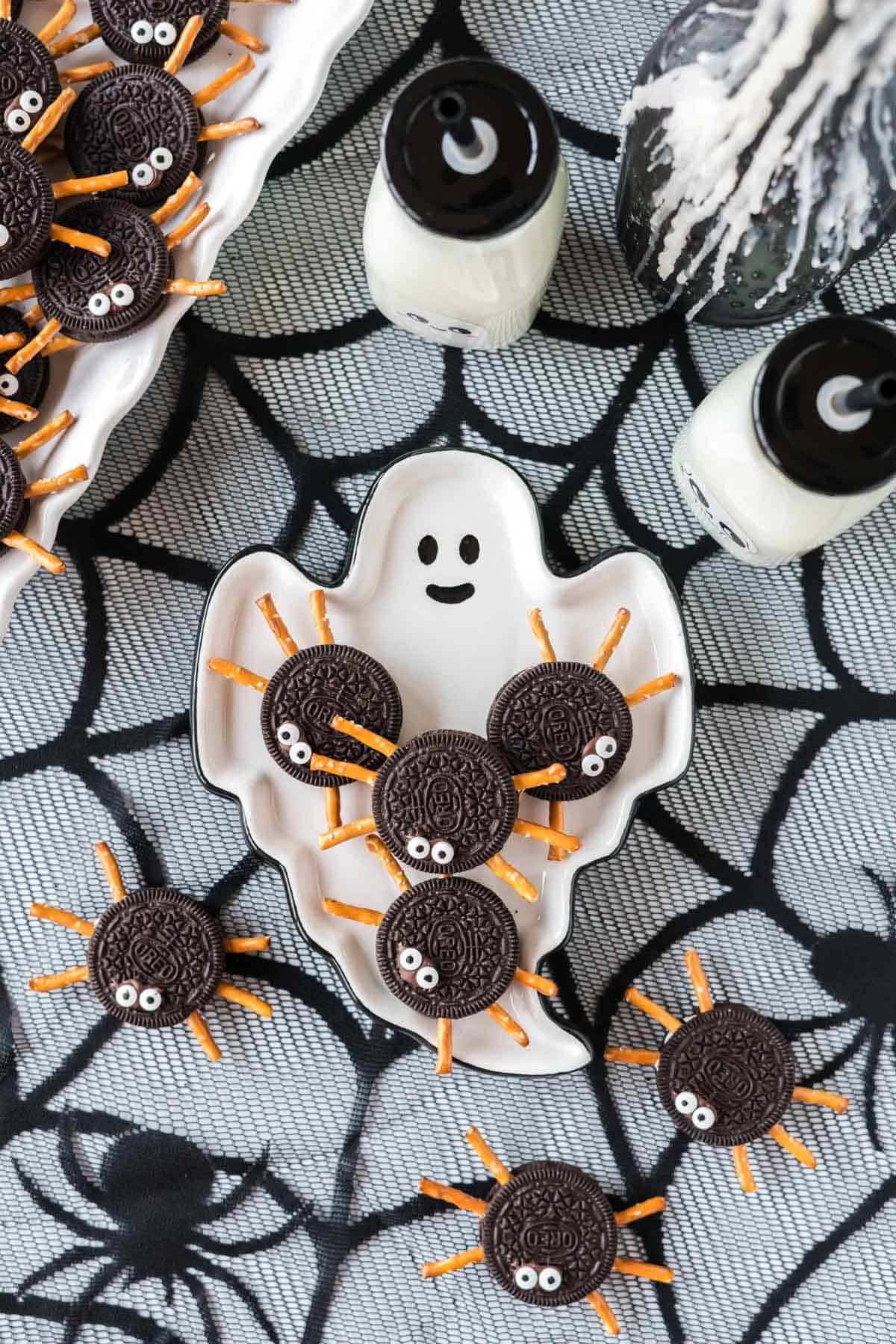 oreo spiders on a ghost plate