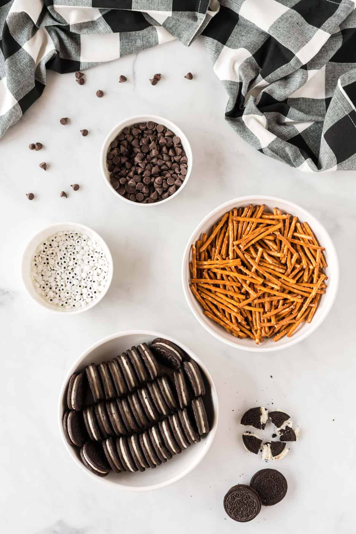 ingredients to make spider oreos