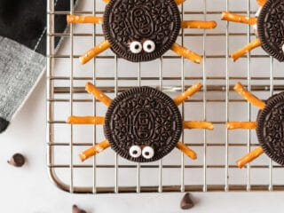 oreo spiders with googly eyes