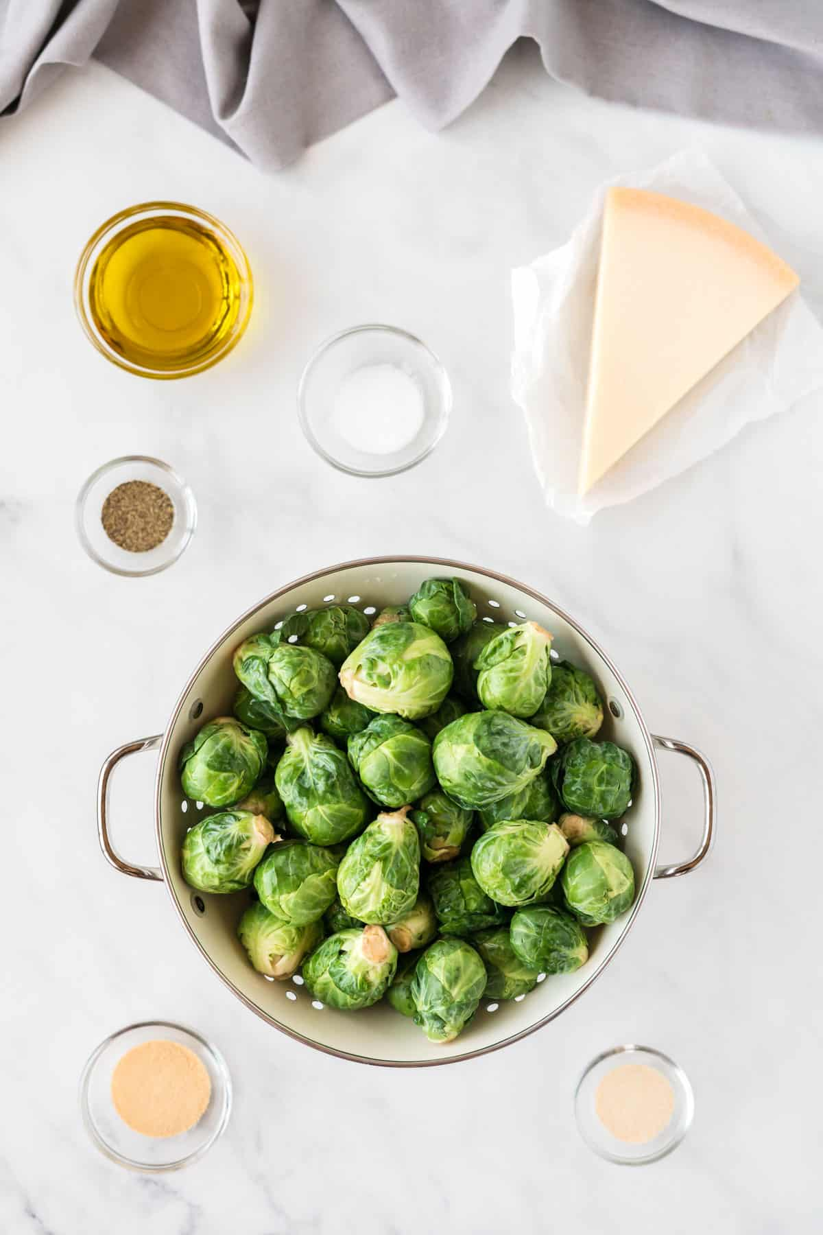 ingredients to make roasted brussel sprouts