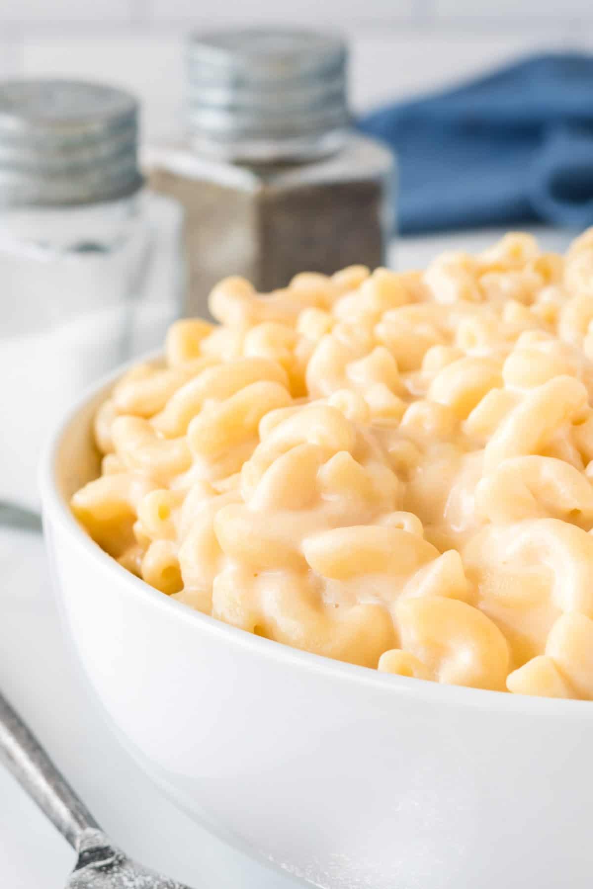 creamy greek yogurt mac and cheese in a bowl